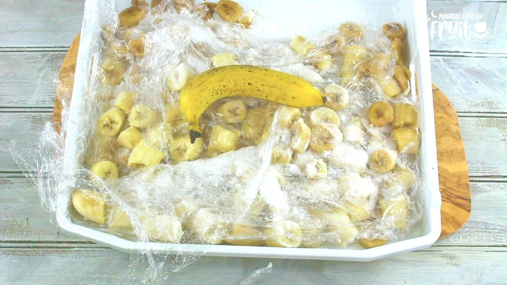 How To Keep Bananas From Turning Brown (10 GENIUS HACKS)