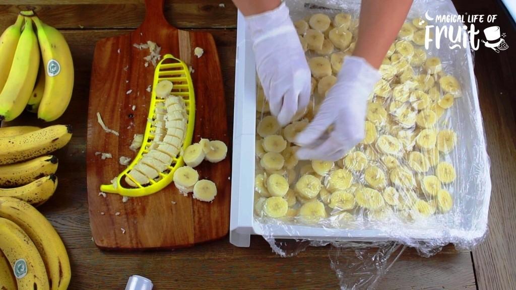 How To Freeze Bananas (3 Quick Ways)